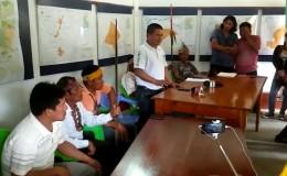 Loreto: nativos retienen a siete personas en paro indefinido