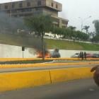 Vía Expresa: auto se incendió a pocos metros de estación del Metropolitano