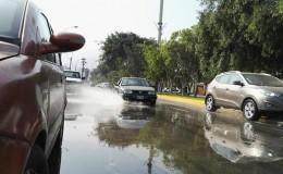 La Molina: tubería rota causa aniego y congestión vehicular