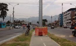 Los Olivos: instalan panel publicitario en medio de ciclovía
