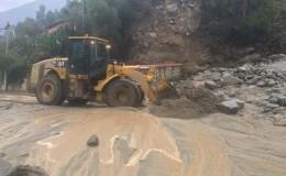 Tránsito restringido en la Carretera Central tras caída de nuevo huaico