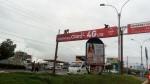 Arequipa: trabajadores arreglan panel publicitario sin seguridad - Noticias de alerta noticias