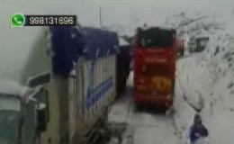 Ticlio: bloquean tres tramos de la Carretra Central por lluvia y nevada