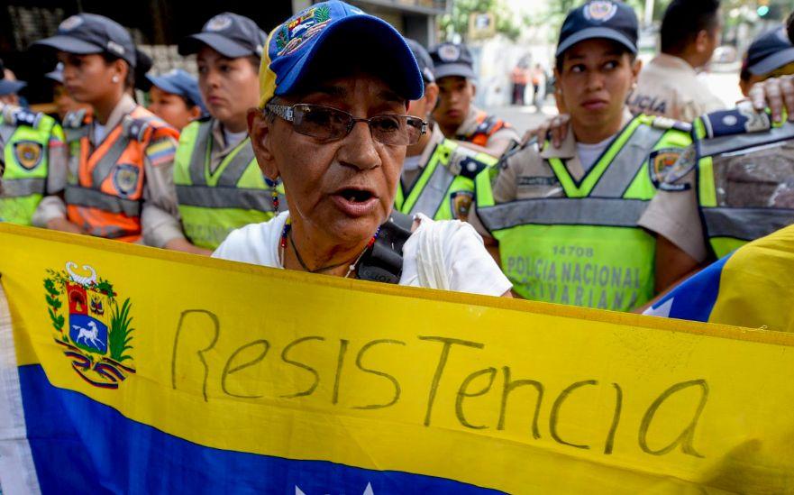 Con protestas, oposición venezolana exige adelanto de elecciones