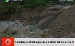 Carretera Central: vía del tren quedó en el aire tras huaico