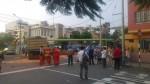 Miraflores: al menos 10 personas heridas en accidente entre volquete y bus - Noticias de accidentes vehicular