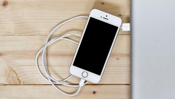 El próximo iPhone podría recargarse sin usar cables
