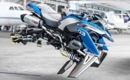 """BMW y Lego construyeron una """"moto voladora"""""""