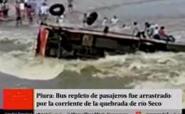 Piura: rescatan a todos los pasajeros de bus que volcó en quebrada río Seco