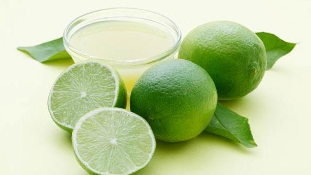 Recuerda exprimir el limón por aparte, para que puedas separar todas las semillas