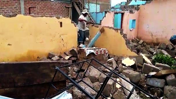 Los pobladores improvisaron casas en las calles. Foto: Canal N