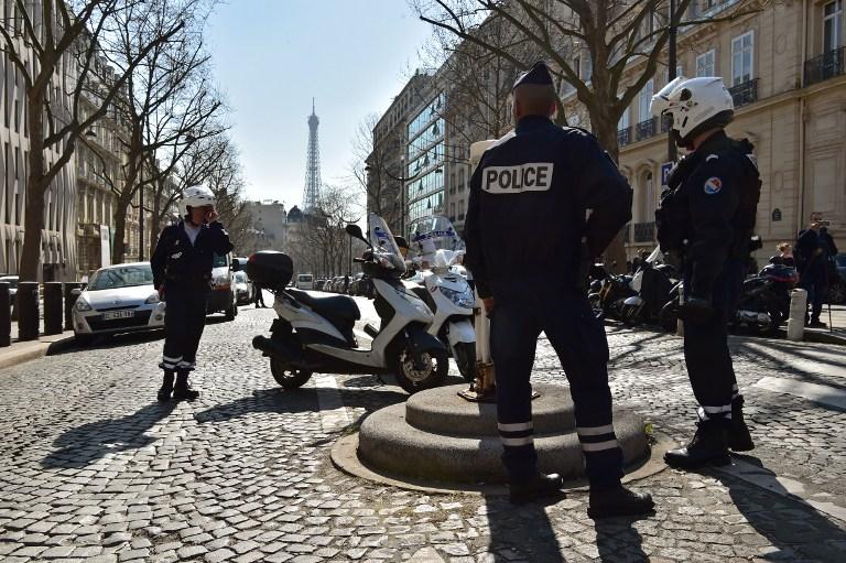 Policía francesa permanece cerca de la sede del FMI tras atentado. Foto: AFP