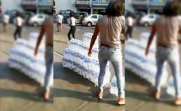 Acaparadores venden agua en la vía pública a precios elevados