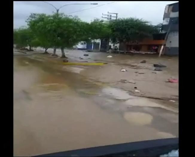 Huaico deja las calles con arena. Foto: América Noticias