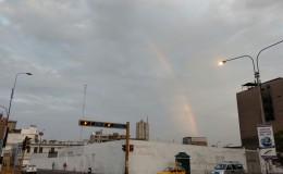 Twitter: arcoíris aparece en cielo de Lima