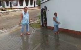 YouTube: mujer genera indignación al gastar agua para regar en Trujillo