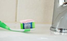 Enjuagarte la boca apenas te cepillas no le hace bien a tus dientes