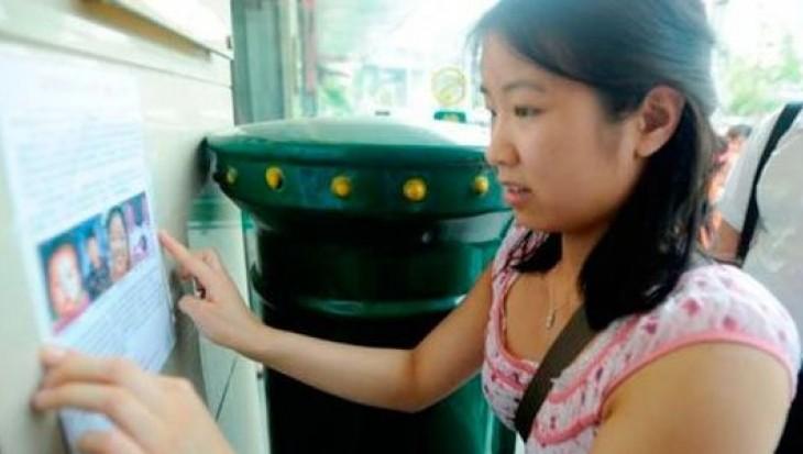 Mujer adoptada busca padres biológicos en China y 50 familias la reclaman
