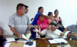 Bagua: mujeres tiraron huevos y golpearon a regidor durante sesión concejal