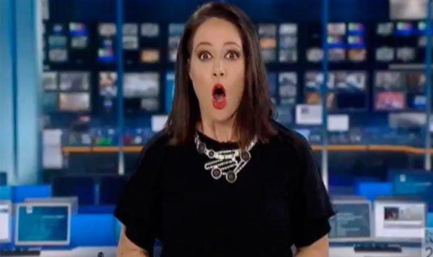 YouTube: conductora de TV pasa momento vergonzoso por distraída