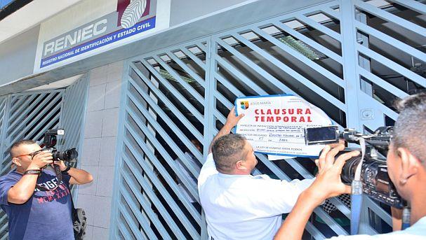 Municipalidad clausuró local de Reniec — Jesús María