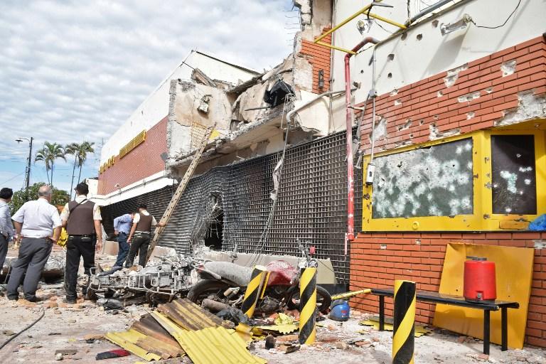 Así quedó el local de Prosegur en Ciudad del Este tras el asalto. Foto: AFP