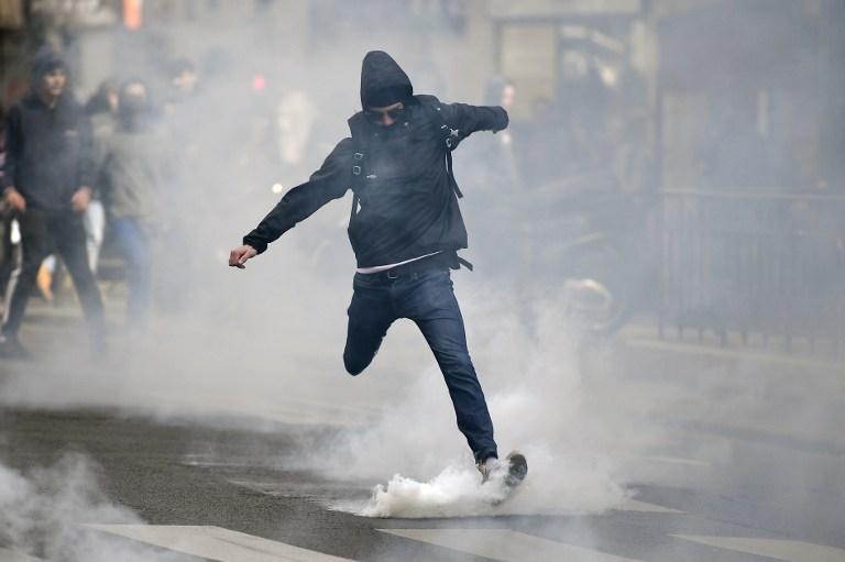 Disturbios en Francia dejaron policías heridos días antes de las elecciones