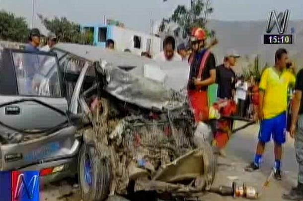 Tres personas mueren en choque frontal de automóviles — Huaral