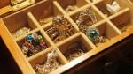 Tips para cuidar tus joyas de fantasía y evitar que se pongan verdes - Noticias de cristal atletico paranaense