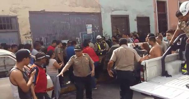 Policía y cambista quedan heridos en asalto — Centro de Lima