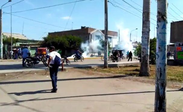 Manifestantes y policías se enfrentan nuevamente en Tumán — Chiclayo