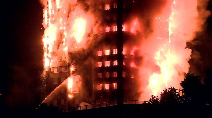 Exige Theresa May indagar incendio de edificio en Londres