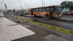 Comas: bus de línea Collique derrumbó tres postes de luz - Noticias de collique