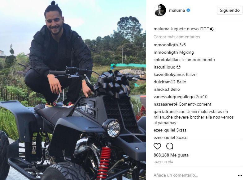 Maluma está como un niño feliz con su nuevo juguete