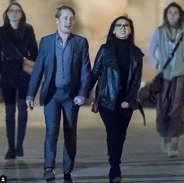 Macaulay Culkin y Brenda Song en Paris